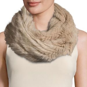 FUR NEW YORK • Beige Soft Fur Pull-Through Scarf